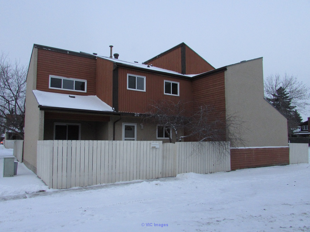 $209,900! 947 sq ft townhome southwest - immediate possession.  Edmonton, Alberta, Canada Classifieds