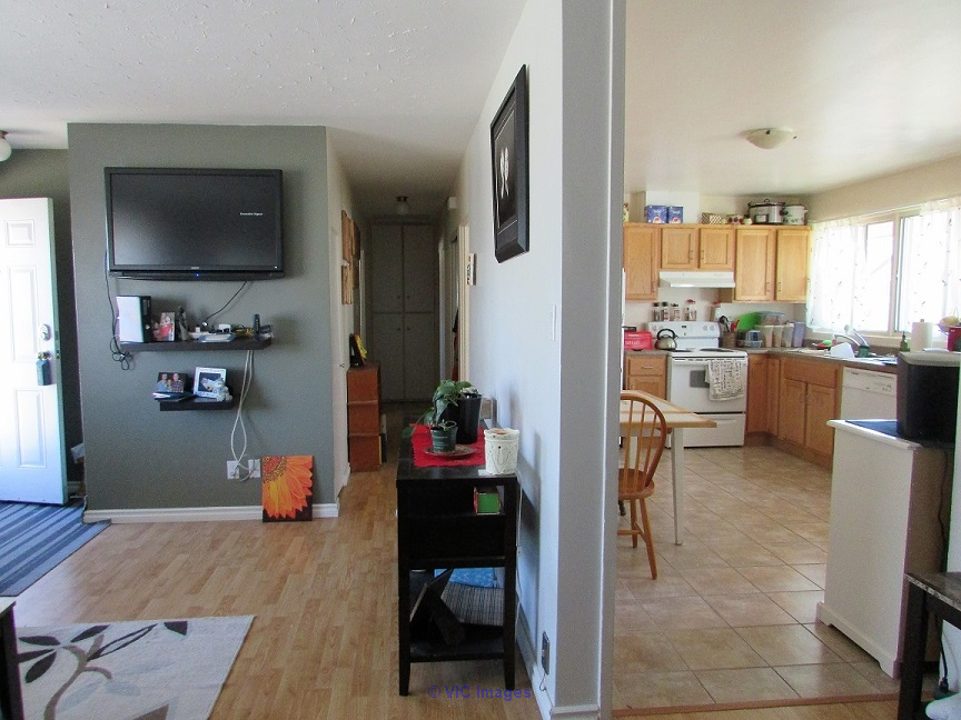 $285K! 975 sq ft home N-end across from park. 3 bed,1 bath,o/s garage edmonton